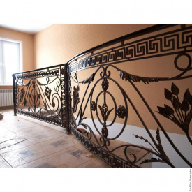 Открытая металлическая кованая лестница