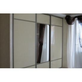 Шкаф-купе Премьер Мебель крашенное стекло светло бежевый с зеркалами