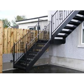 Установка зовнішніх металевих сходів