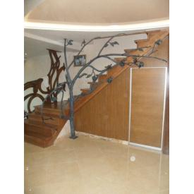 Металлическая поворотная лестница с кованными поручнями