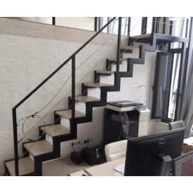 Лестница из металла с перилами прямая подвесная
