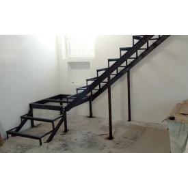 Лестница с перилами повротная маршевая