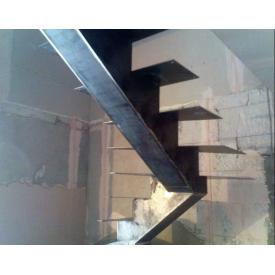 Лестница с перилами П-образная маршевая