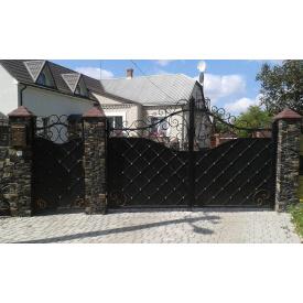 Металлические входные ворота с элементами ковки