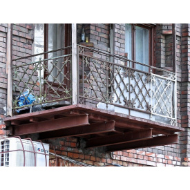 Установка балконних огорож з металу