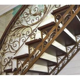 Металлическая межэтажная кованная лестница с поручнями под заказ