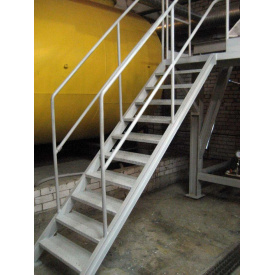 Лестница из металла с перилами прямая на косоурах под заказ