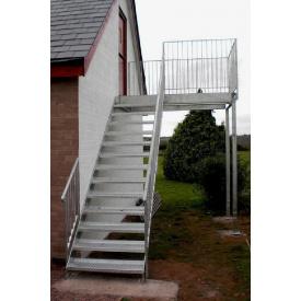 Металлическая лестница прямая подвесная