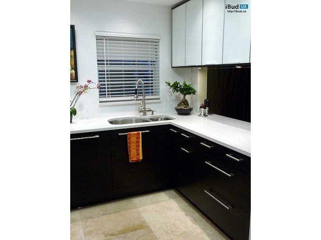 дизайн чорно білої кухні фото кухні Ibudua