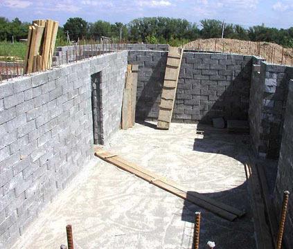 Будівництво цоколя будинку