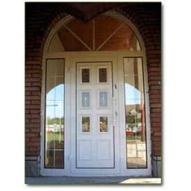 Входные двери Rehau из сэндвич-панелей c витражом