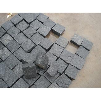 Бруківка гранітна колота 100*100*100 мм чорна