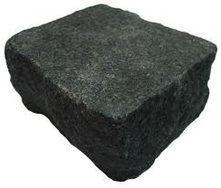 Бруківка гранітна колота 100*100*50 мм чорна габро