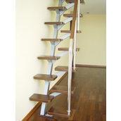 Сходи на мансарду з дерев'яними сходинами