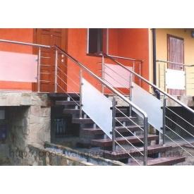Лестница маршевая на металлическом каркасе
