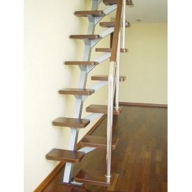 Лестница на мансарду с деревянными ступенями