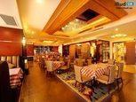 Интерьер стильного ресторана