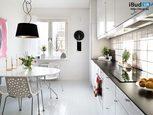 Белая просторная кухня