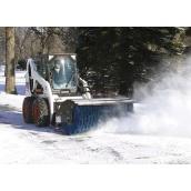Уборка снега мини-погрузчиком Bobcat со щеткой