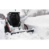 Уборка снега мини-погрузчиком Caterpillar 216 с отвалом