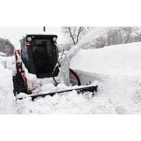 Прибирання снігу міні-навантажувачем Caterpillar 216 з відвалом