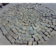 Колотая брусчатка из песчаника 70*70*50 мм серая
