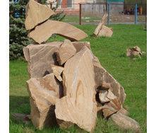 Каменная глыба из песчаника