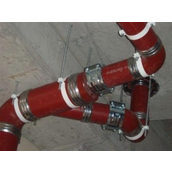 Монтаж чавунного коліна каналізації