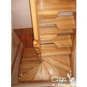 Лестница из ясеня покрытая лаком
