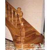 Деревянная лестница для коттеджа