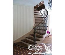 Дерев'яні сходи у стилі модерн