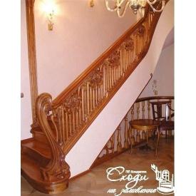 Дерев'яні сходи для заміського будинку