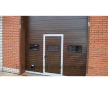 Ворота секційні промислові коричневий DoorHan
