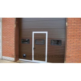 Ворота секционные промышленные коричневый DoorHan