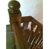 Деревянная классическая лестница