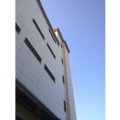Оздоблення фасаду будівлі керамогранітом