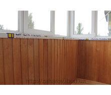 Внутрішнє оздоблення балкона дерев'яною вагонкою вільха