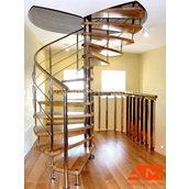 Винтовая лестница со ступенями из ясеня