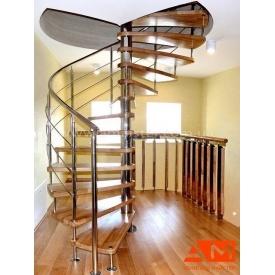 Гвинтові сходи зі сходинами з ясена