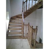 Дерев'яні сходи для будинку