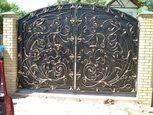 Кованные ворота у дома