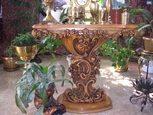 Резной деревяный стол