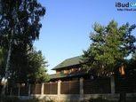 Дерев'яні паркани на фундаменті