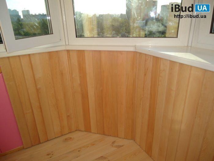 Обшивка балкона деревянной вагонкой липа