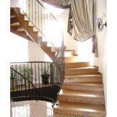 Лестница с поворотными ступенями с кованным перилом