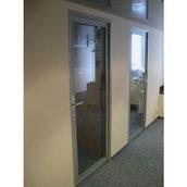 Скляні двері в алюмінієвому профілі Века Буд