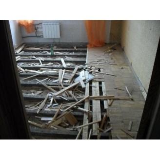 Демонтаж дерев'яної підлоги на лагах
