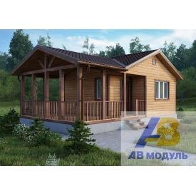 Строительство деревянного коттеджа с просторным крыльцом
