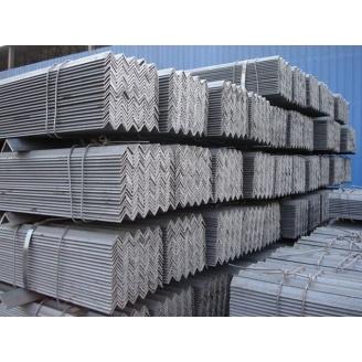 Уголок стальной горячекатаный Ст.3 140х140х9 мм
