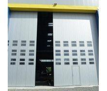 Поворотно-подвесные ворота Ryterna с калиткой RAL 9006